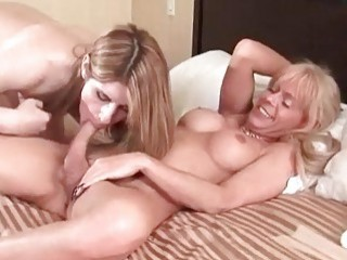 Tranny MILF ass fucks young and inexperienced chick with dick