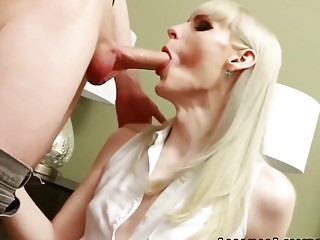 Blonde shifter tires the massive cock in the ass
