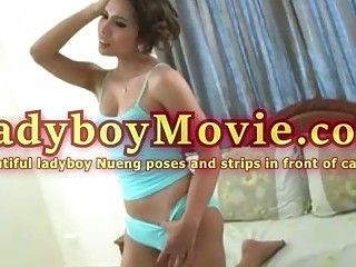 Thai Transsexual Beautie Nueng Poses And Strips