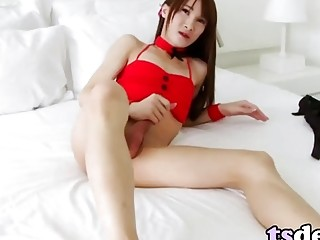Tranny Pooh Craves To Stroke Her Cock