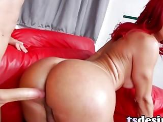 TS Beauty Fernanda Lohany Wants To Get Fucked